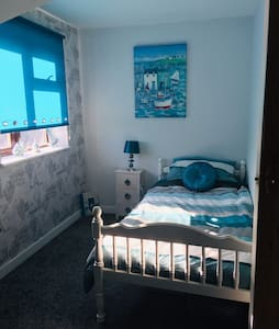 Single bedroom with 2 beds