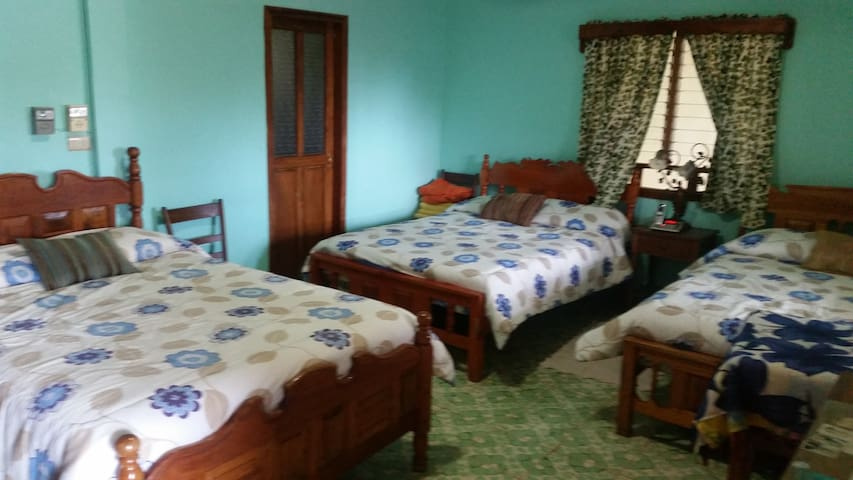 Cuarto 3 camas, Casona de Mary Chuy