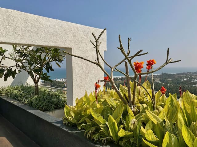 Sea View Apartment on ECR