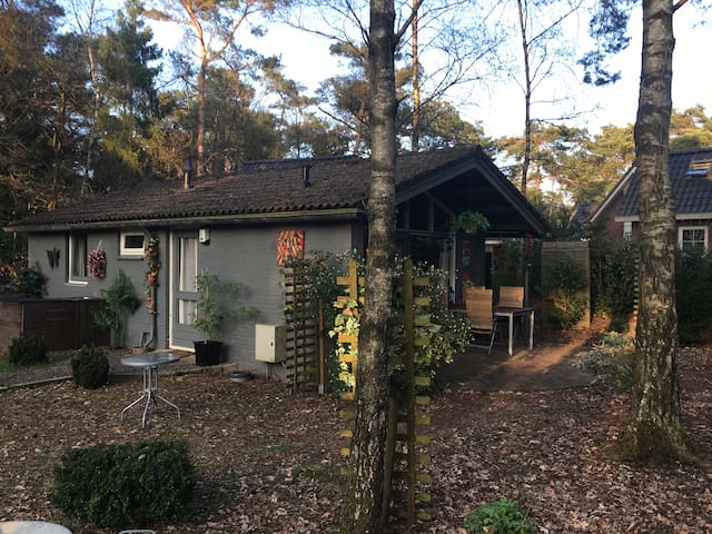Cottage on a holiday resort - Beekbergen - Bungalou