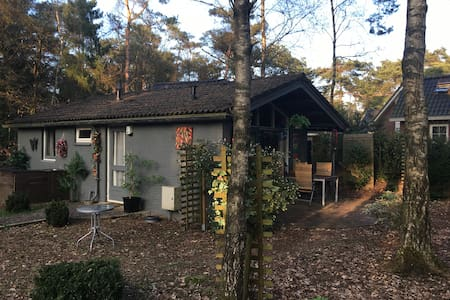 Cottage on a holiday resort - Beekbergen - Bungalow
