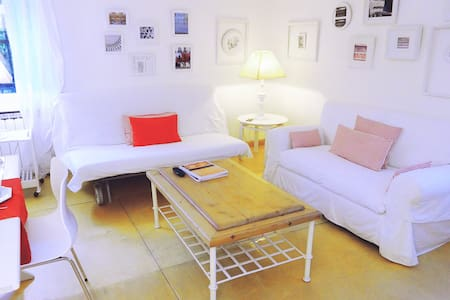 COSY and CHARMING flat with Wifi - Lägenhet