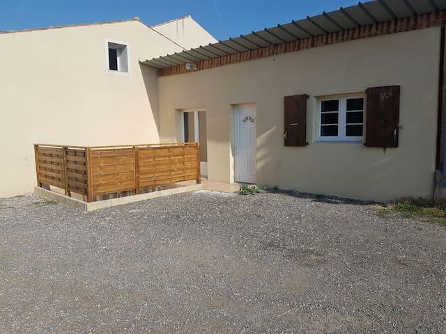 Joli appartement à la campagne avec accès piscine - Livron-sur-Drôme - Apartamento