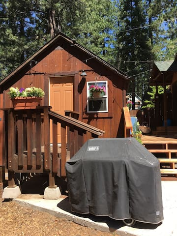 Little Blue Studio Cabin in Tahoe
