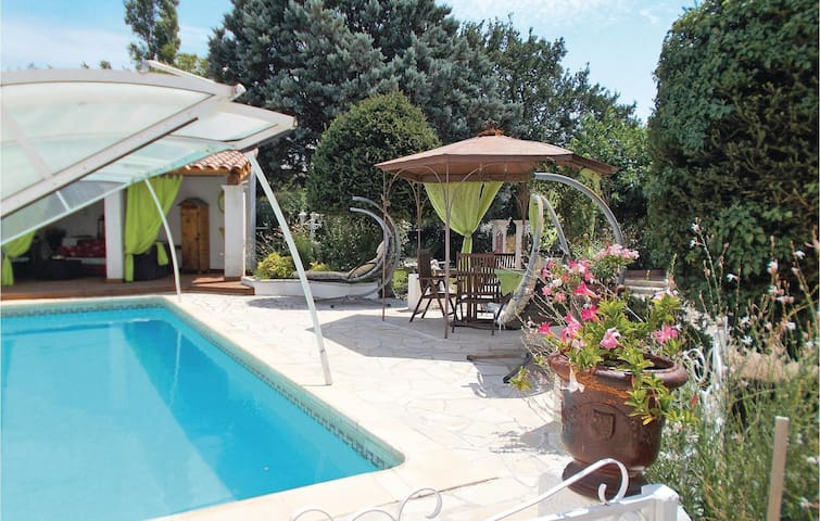 Semi-Detached with 3 bedrooms on 200 m² in Carpentras