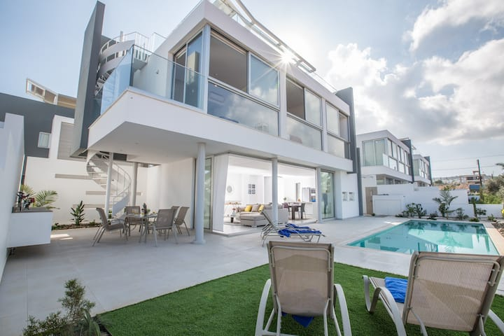 Villa Ava, Luxury 3BDR in Protaras with sea views