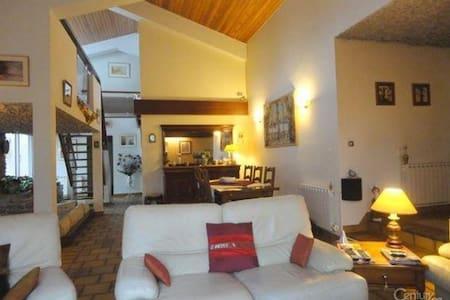 3 chambres dans Charmante maison d'architecte - Landeronde - Casa