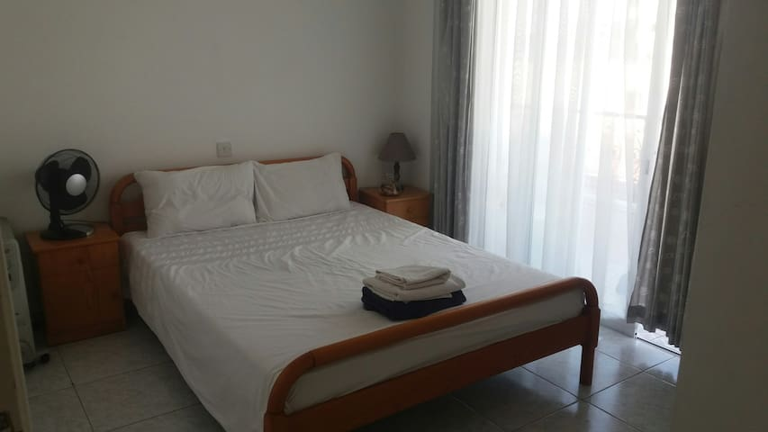 Lovely room in Paphos apt located near old town