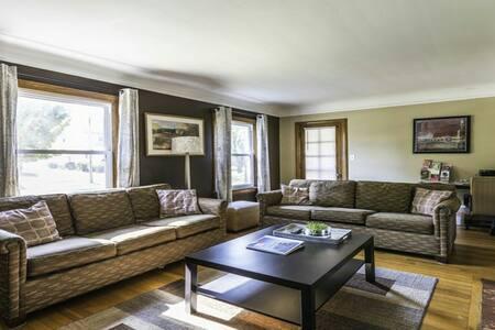 Wickliffe House Hotels - Wickliffe - Apartmen
