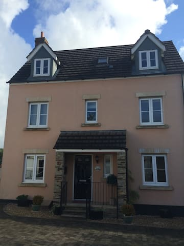 Fab Family Home Minutes to Dartmoor - Whitchurch - House