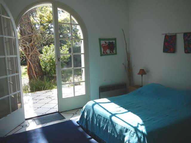 Chambre 1 / Master bedroom