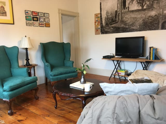 Artsy Northshore Apartment - Newburyport - Apartmen