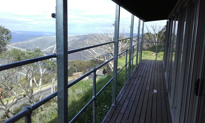 Fresh Mountain Air @ Fountains 18 - Hotham Heights