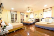 R5 House. Big room 2 king size beds. 1 queen size bed