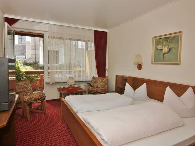 Schwarzwaldgasthof Hotel Schwanen, (Schonach), Doppelzimmer mit Balkon, Dusche und WC