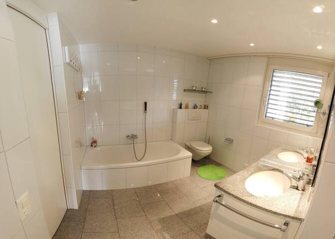 Nr. 2 Bathroom with toilet