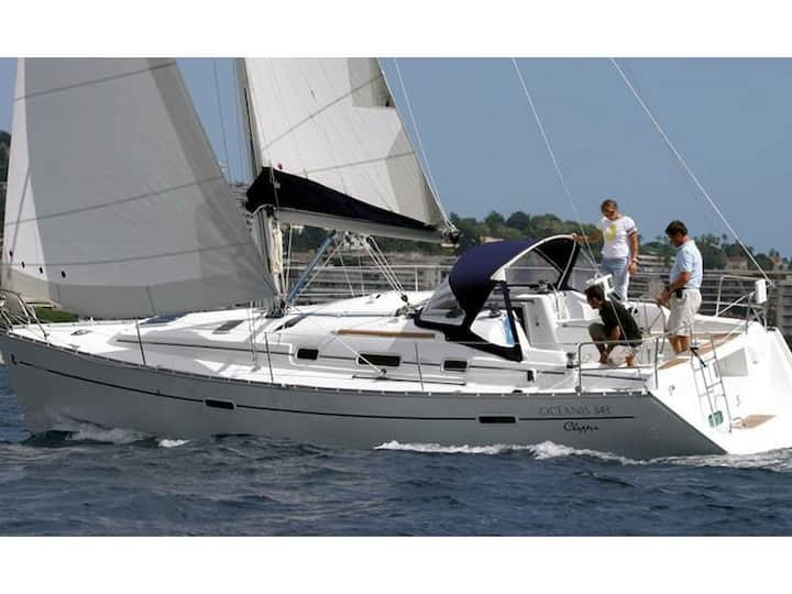 11 mt sailboat, for sleeping & Sailing