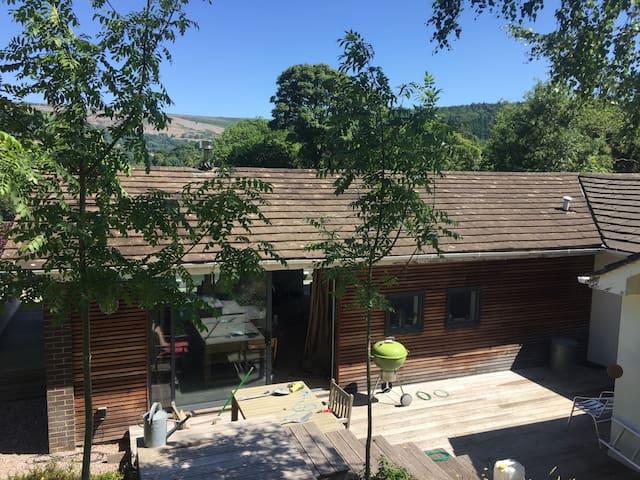 Modern Country Lodge, Llangollen