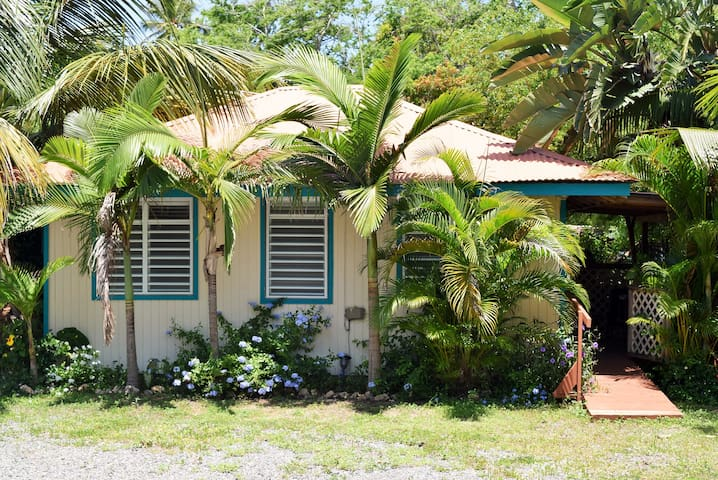 Charming Bungalow by Shack's Beach - Aguadilla - Casa