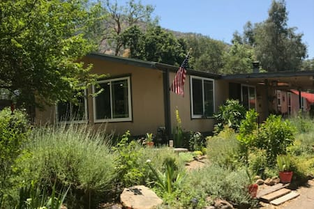 Peaceful 2BR Oasis Near Sequoia National Park