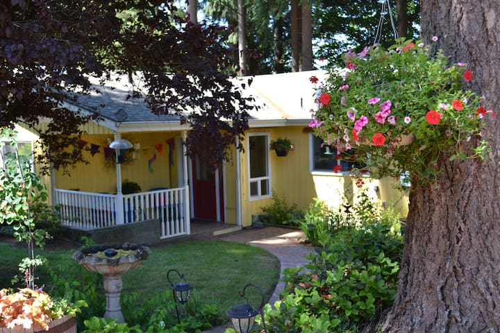 Sarah's Airbnb - Cozy Retreat with breakfast - Chehalis - Bed & Breakfast