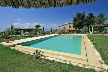 Stunning luxury Tuscan villa with private pool - Iano