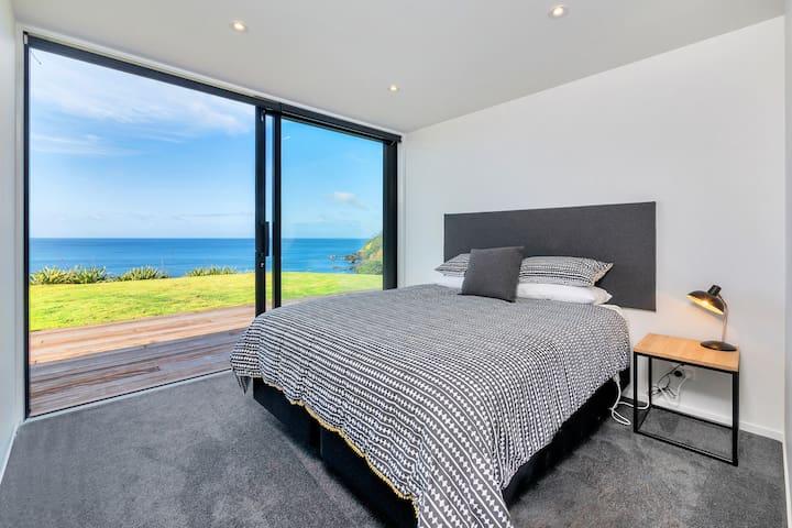Bedroom 1 (king x 1)