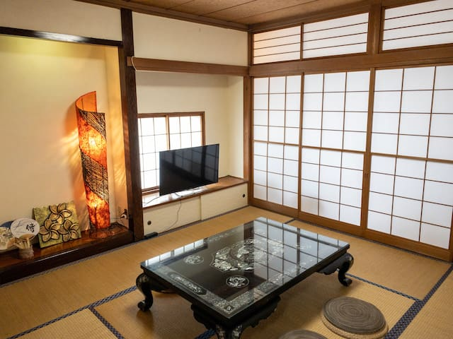 Spacious Japanese Tatami room used as living room. You can enjoy television (Netflix) here.