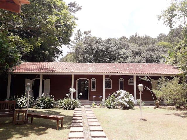 Casa Granja Viana c/ piscina e espaço gourmet WiFi