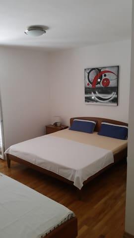 Familienfreundliche Apartments - Vodice - Dům