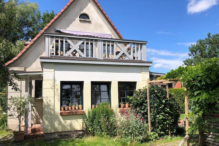 NEU! Romantisches Haus mit Garten in Ostseenähe