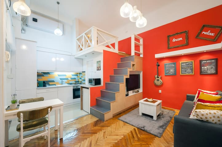 Quiet Charming Apt in the Center with NESPRESSO