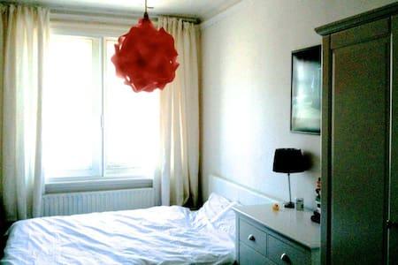lovely artistc double room in East London - London