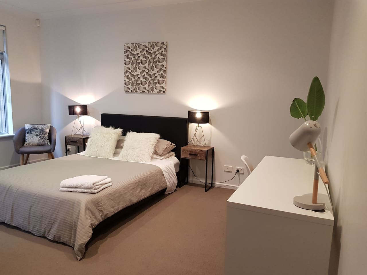 main bedroom 1 has a queen size bed and ensuite bathroom