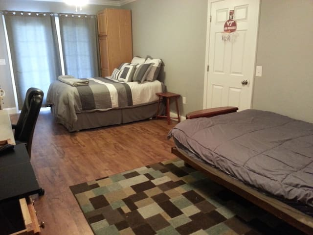 Private Suite - Bathroom & Kitchen (On Own Floor) - Christiansburg