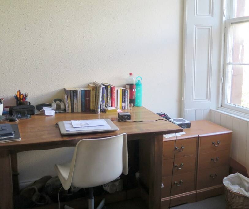 Bright Spacious Room In Traditional Tenement Flat