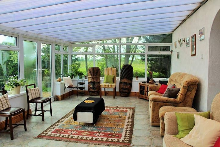 AFRICAN RETREAT UK-timeless African hospitality!