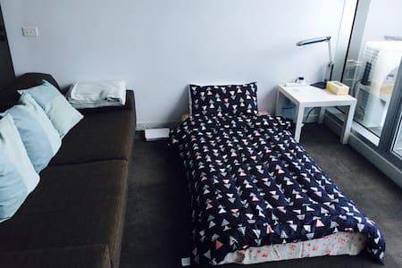 Sunshine CBD living room - Melbourne - Bed & Breakfast
