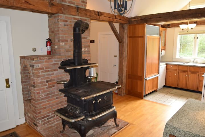 Cozy 3BR House close to Mt. Snow—great for summer!