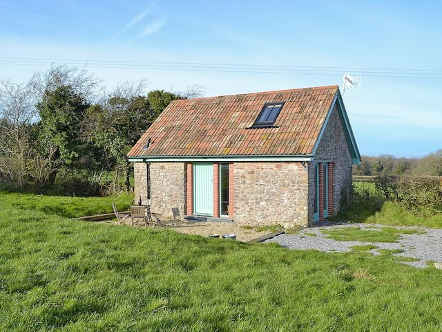 Barn in the Mendips with stunning views and walks
