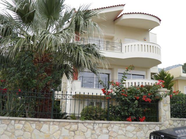 VILLA IRENE - Nea Makri - House