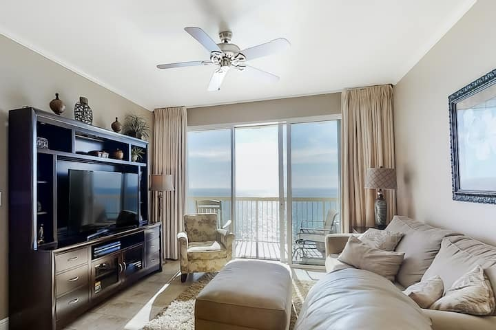 Welcoming oceanfront 14th floor condo w/ pools, hot tub, & easy beach access!