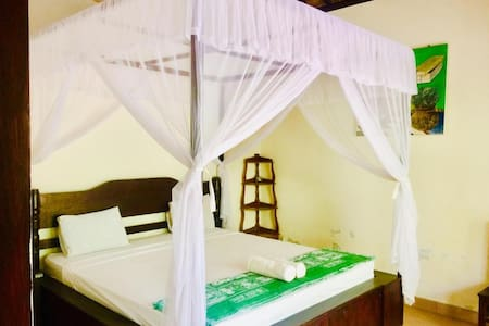 King size bedroom with AC