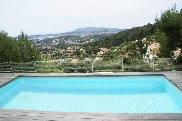 Spacious Villa in Toulon with Private Pool