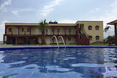 Hotel, Temaszcal, Piscina. Jardín - Totolapan