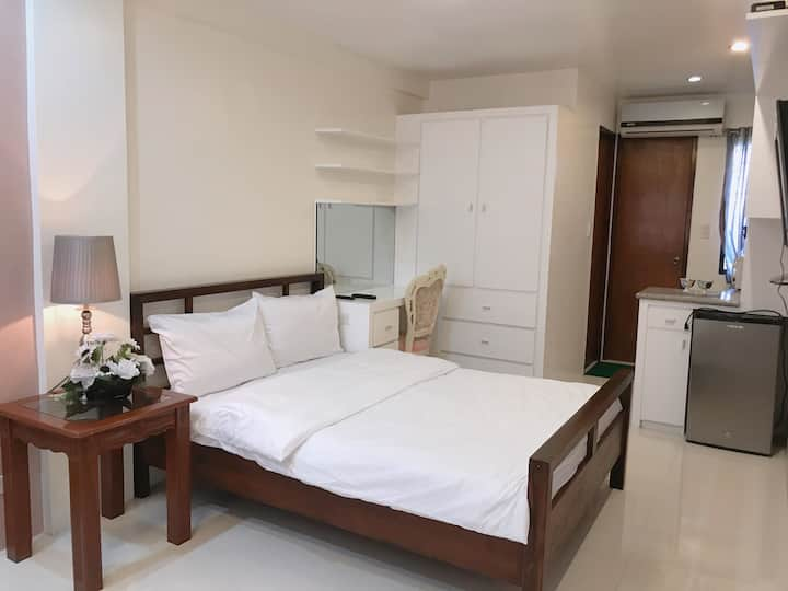 Rm A w/AC,WIFI,Netflix,Free Parking in Tagaytay