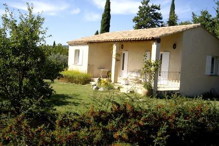 Villa au calme au coeur du Luberon avec Piscine - Joucas - Rumah