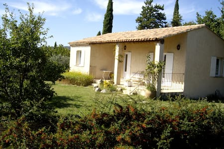 Villa au calme au coeur du Luberon avec Piscine - Joucas - บ้าน