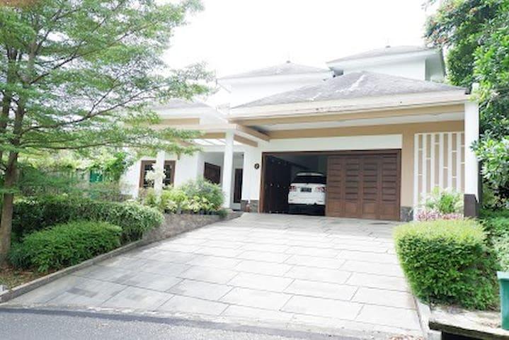 Home Villa Sentul City, Swimming Pool & Billiards
