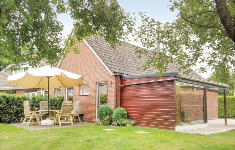 Holiday cottage with 3 bedrooms on 92m² in Weiteveen